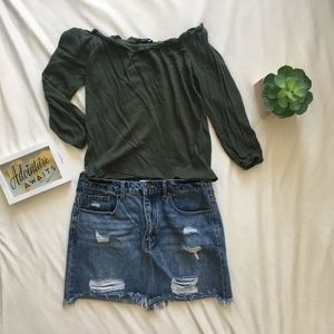 Off the Shoulder Green Blouse (Size M)